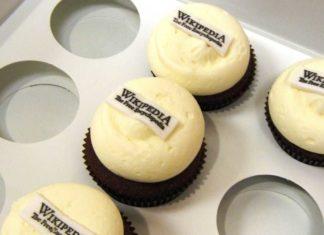 Cupcakes mit Wikipedia-Logo